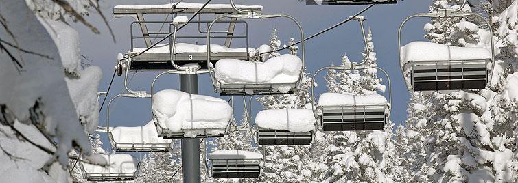 Zasnežená lanovka v Steamboat Springs.