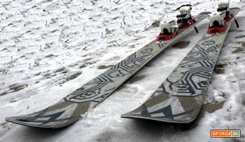 296bed6b15 Lyža je vlastne odľahčenou verziou osvedčeného ľadoborca Völkl Mantra. Aj  tak je dvakrát ťažšia ako Völkl Massak. Výrobca udáva váhu 1750g pri dĺžke  170cm.