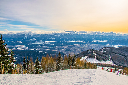 Slnečná lyžovačka v Korutánsku. Foto: Shutterstock
