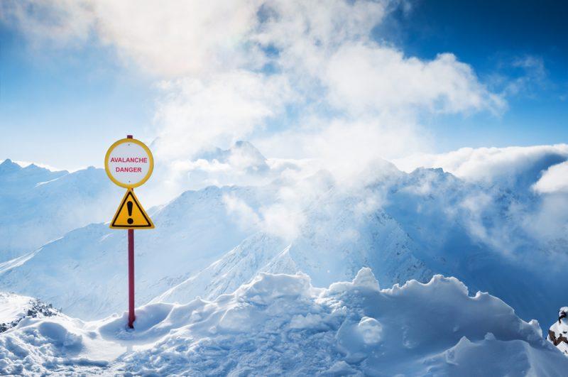 Pri lavíne ihneď informujeme Horskú záchrannú službu. Foto: Shutterstock
