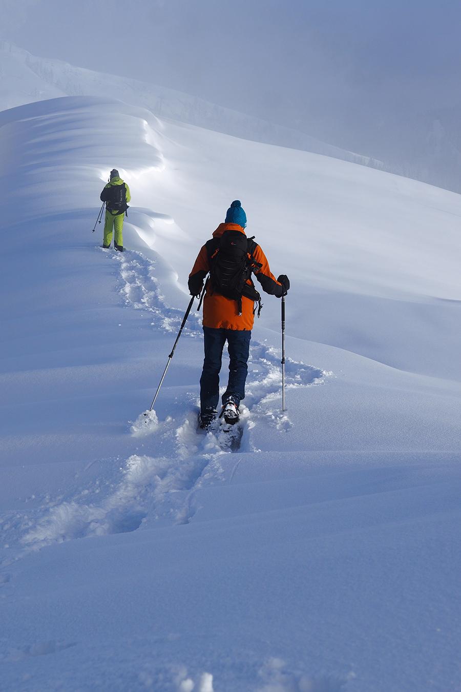 Na snežniciach sme sa brodili aj prašanom a užívali si krásne výhľady.