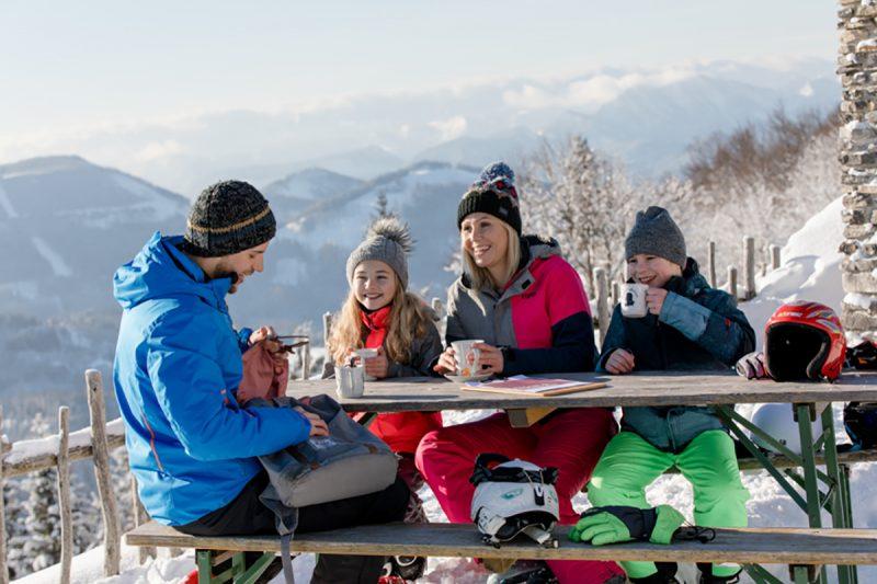 Môžete sa tešiť na krásne výhľady vo Viedenských Alpách.