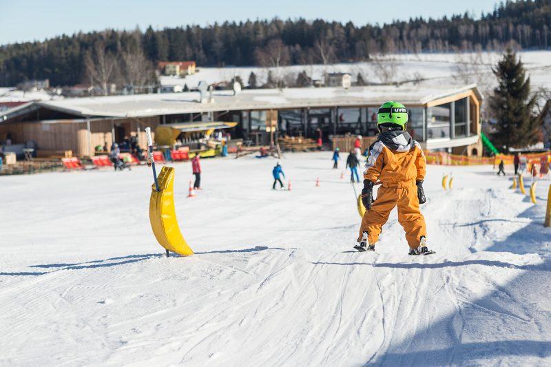 Od zimnej sezóny 2018/19 môžu aj deti exkluzívne carvovať po zjazdovkách už od skorého rána.