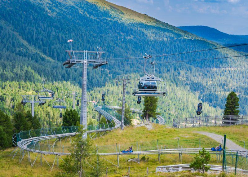 Hitom pre malých aj veľkých návštevníkov je alpská horská dráha Nocky Flitzer. Foto: Shutterstock