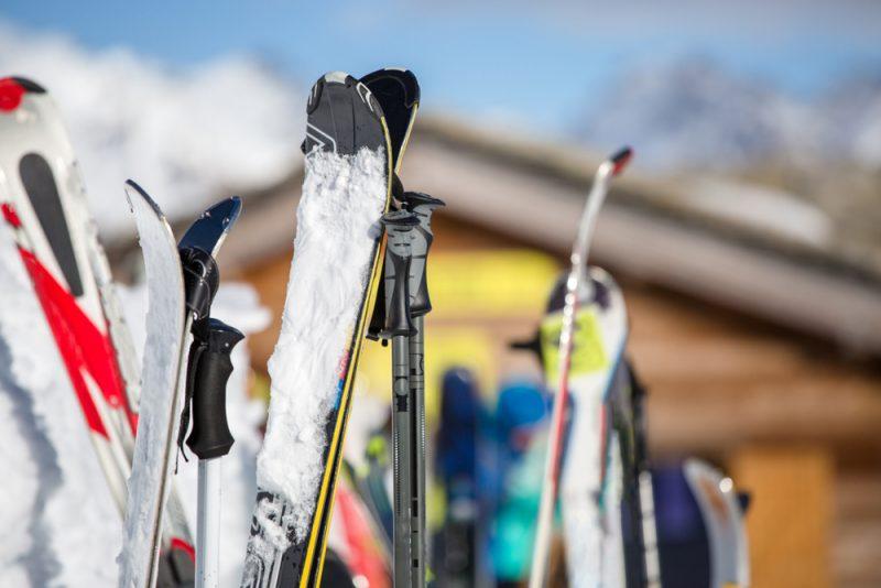 Čím častejšie lyžujete, tým viac sa vám oplatí mať vlastné lyže. Foto: Shutterstock