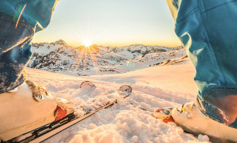 Dĺžka lyží nezávisí len od vašej výšky a hmotnosti, ale aj lyžiarskych schopností. Foto: Shutterstock