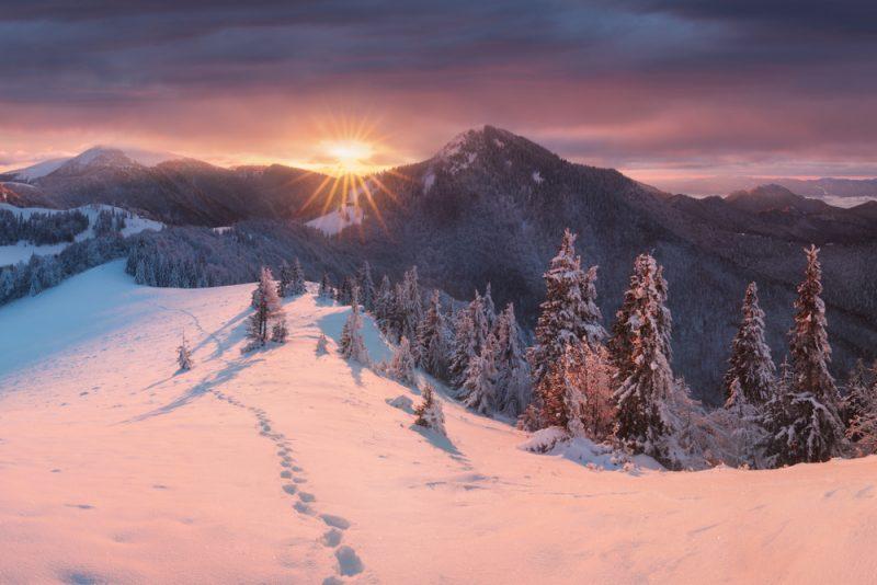 Na skialpinistické,ale aj pešie túry treba vyberať bezpečnútrasu v teréne. Foto: Shutterstock