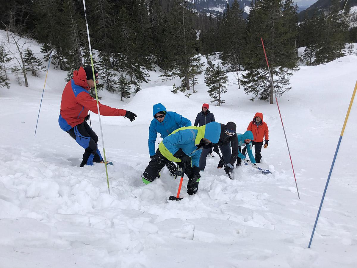 Máte radi skialpinizmus či zimnú turistiku a chcete sa bezpečne pohybovať v lavínovom teréne? Absolvujte lavínový kurz pod vedením horského vodcu UIAGM.