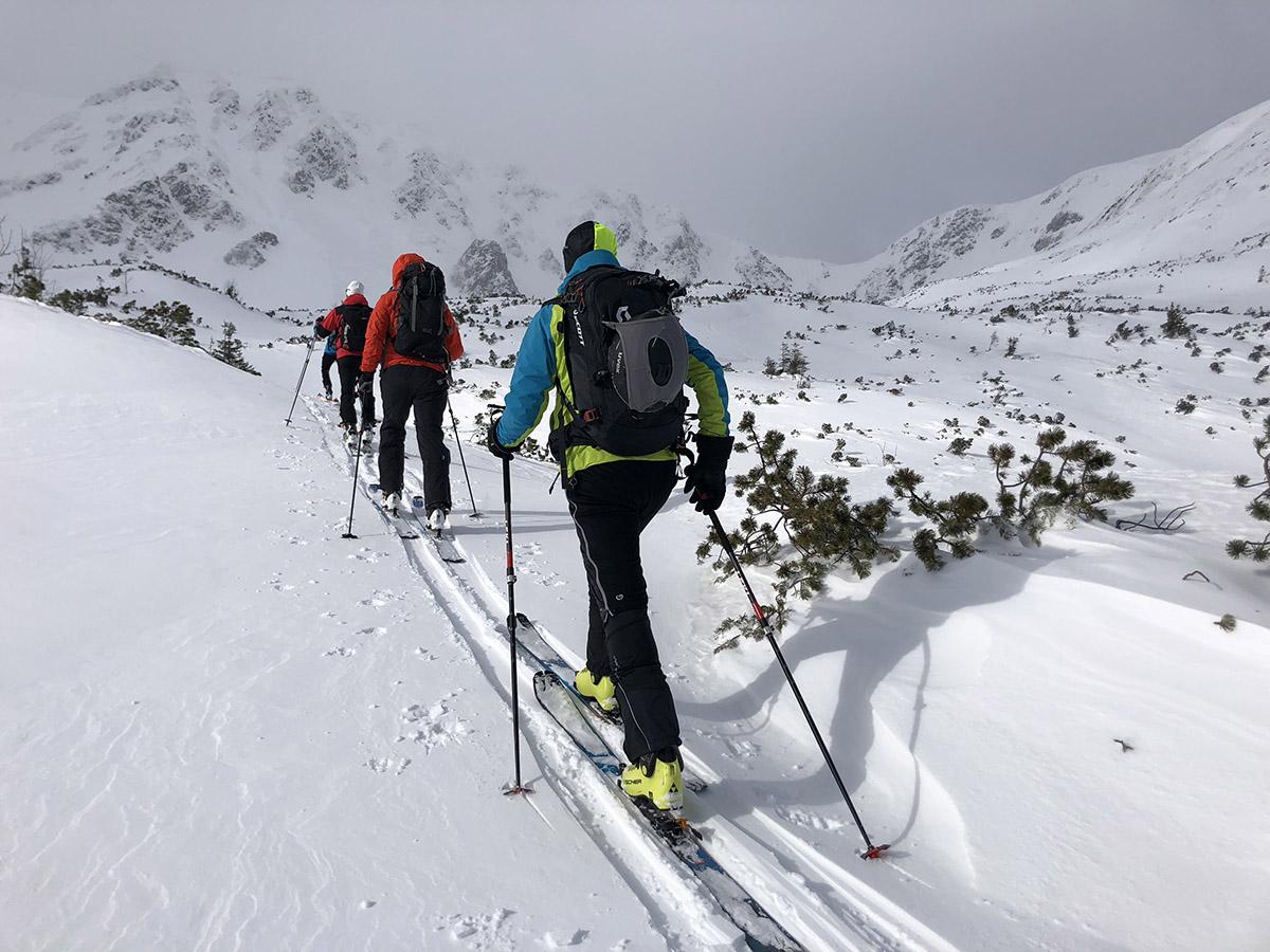 Dôležitejšie ako typ lyže sú skúsenosti.