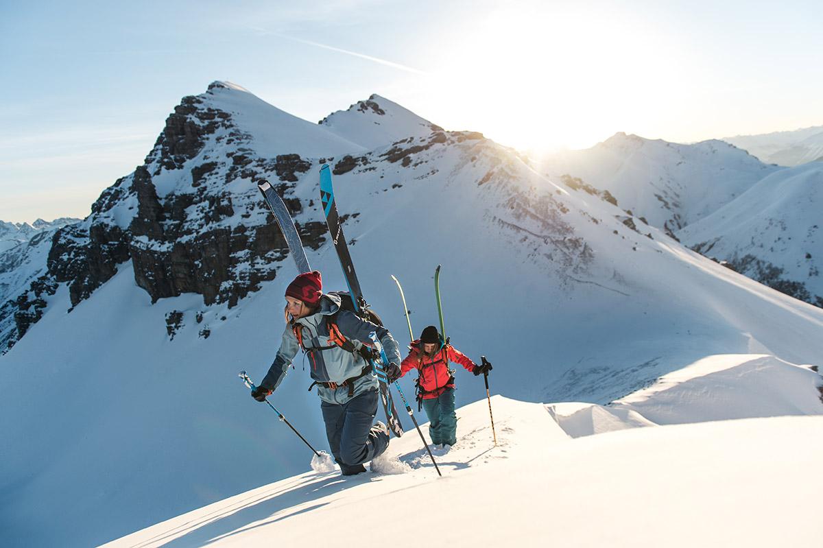 Zbaľte si do batoha lavínovú sondu a lopatu, ktoré vám pomôžu pri záchrane ostatných účastníkov výpravy. Foto: SCOTT-SPORTS.CZ