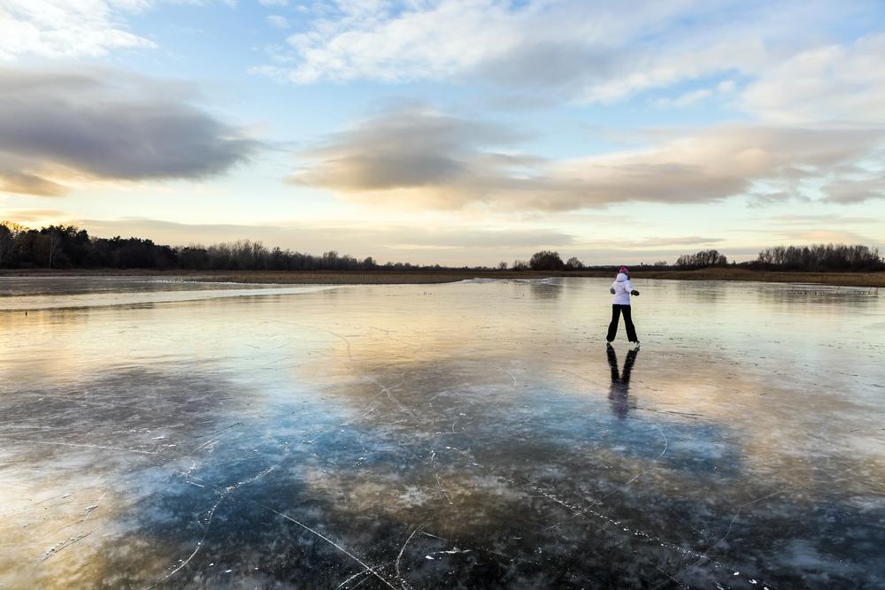 Korčuľovanie na čiernom ľade. Foto: Shutterstock